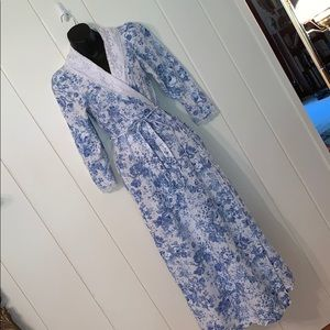 Vtg 80s Willow Creek floral robe with lace collar